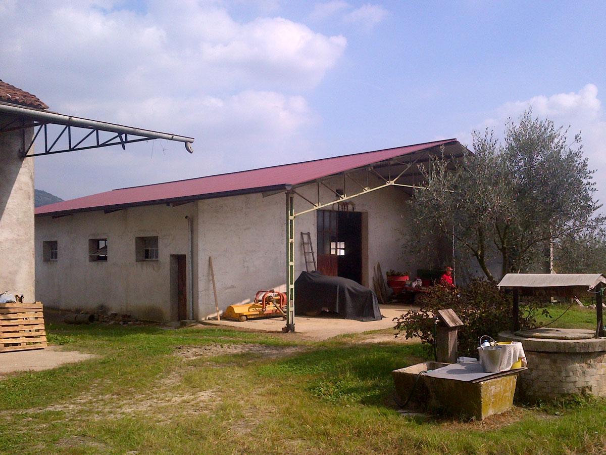 Nuova copertura in lamiera grecata fabbricato di campagna