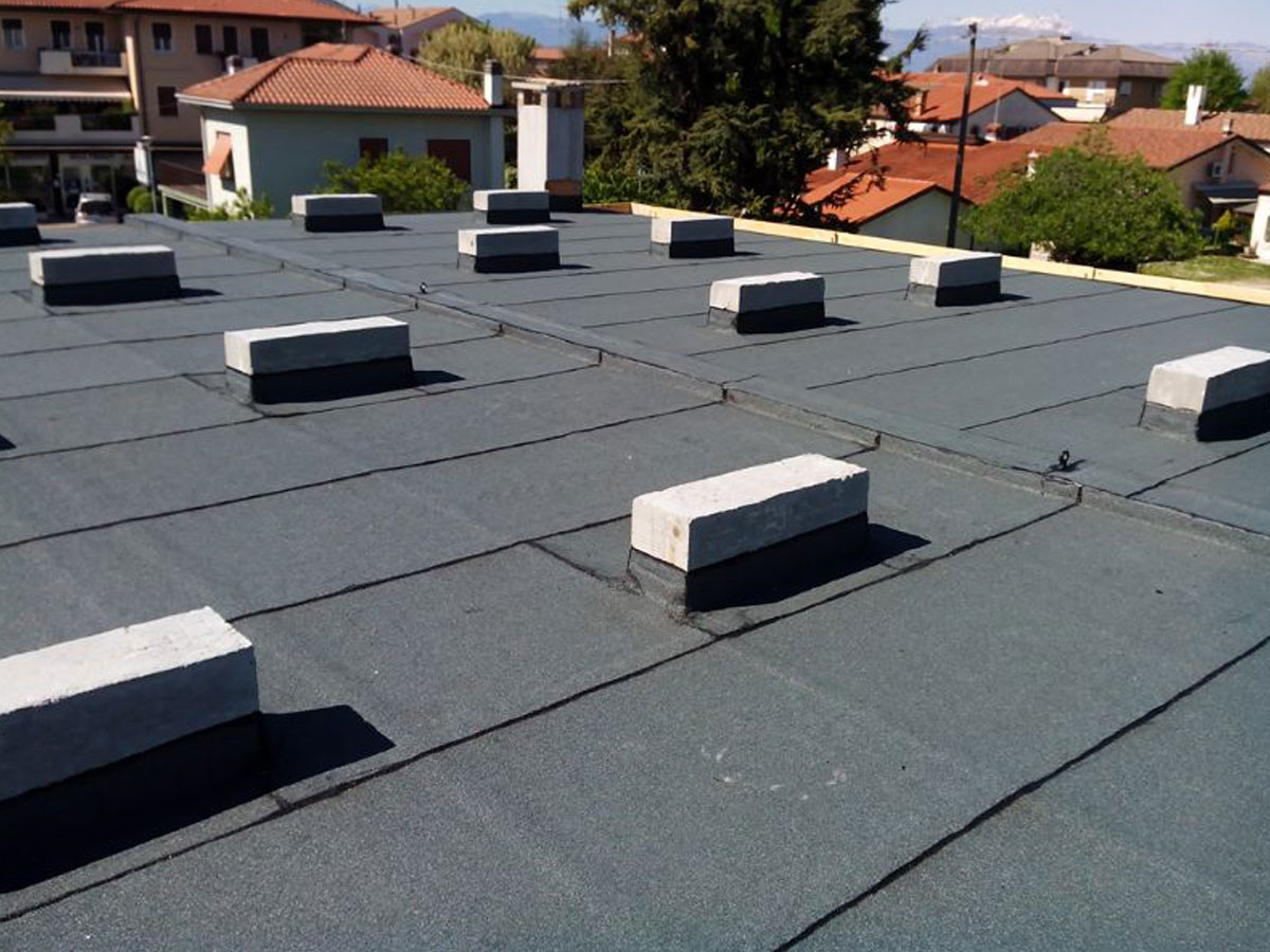 Posa membrana fire resistant per impianto fotovoltaico